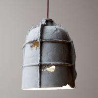 mold-lamp-grauer-hintergrund