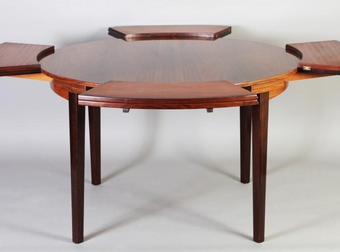 table dyrlund 4