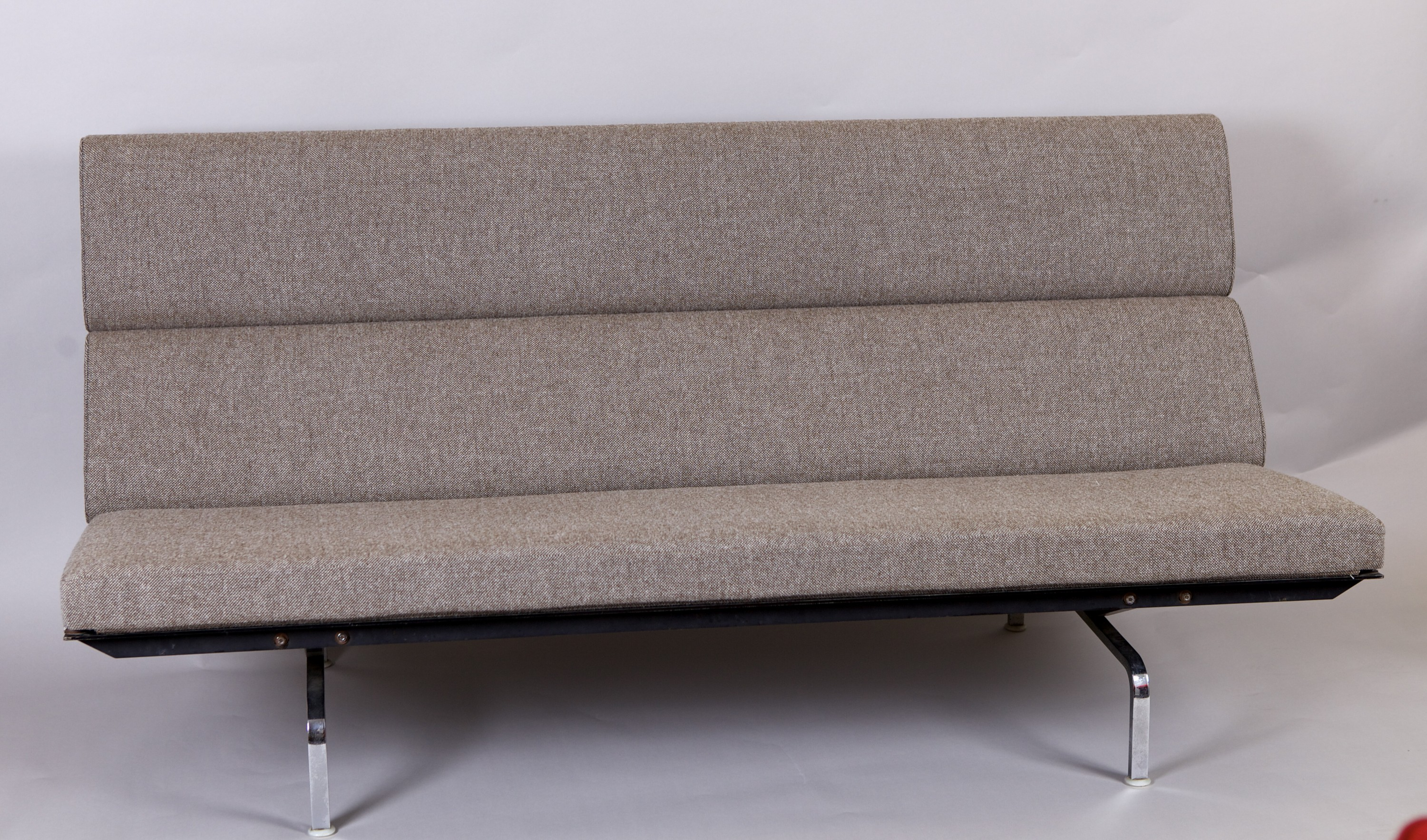 Collection of design mobilier 1950 2000 vintage et contemporain sofa compact de charles for Sofa contemporain design